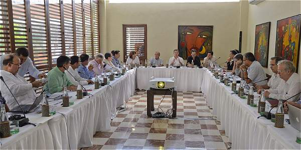 El equipo negociador reunido en La Casa del Marqués de Valdehoyos, sede de la Cancillería en Cartagena. Foto: PRESIDENCIA