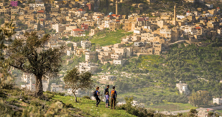 Hikers on Mt. Hureish, on the trail section form Sanur to Sebastia. Photo by Frits Meyst/API