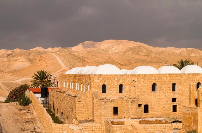 Au cœur du désert, le mausolée de Moïse, à Nabi Moussa. © Pierre Bigorgne